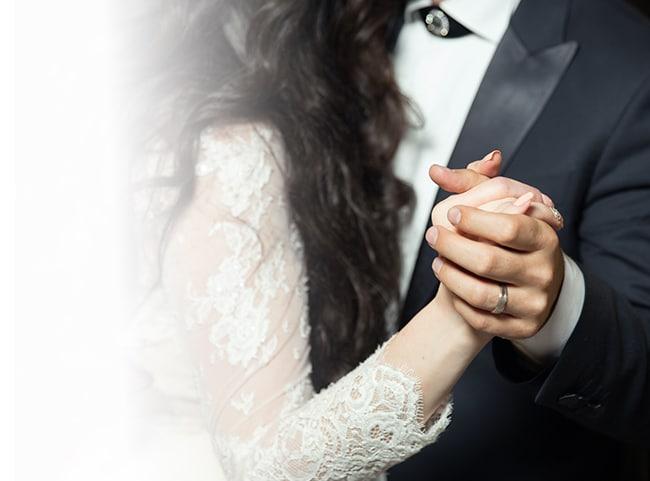 wedding-couple-dancing
